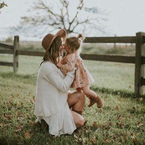 Mẹ và con gái.
