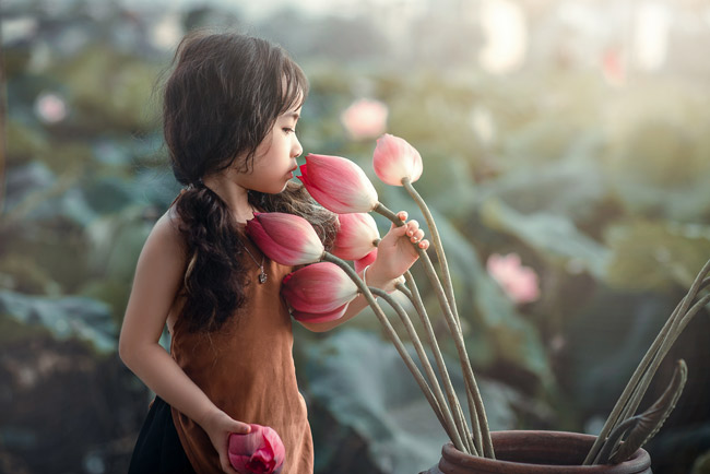 quay phim cho bé với hoa sen