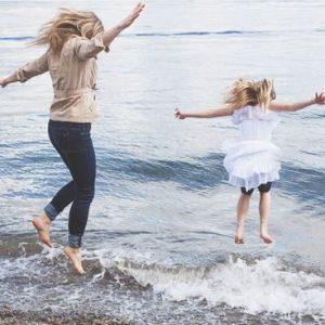 Mẹ và bé cùng nhảy
