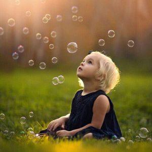 tư thế chụp ảnh với bong bóng